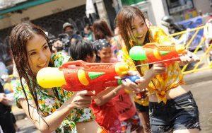 Thsam gia lễ hội té nước Thái Lan