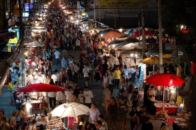 Chợ Chatuchack là nguồn sỉ mỹ phẩm Thái giá tốt