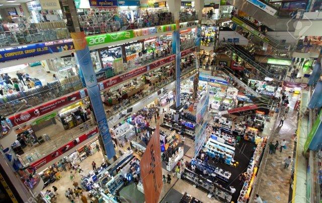 Chợ sáng Pratunam là khu mua sắm nổi tiếng ở Bangkok