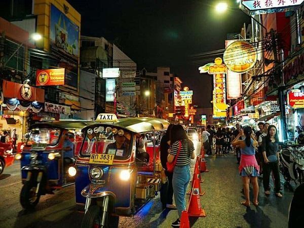 Chợ đêm Chinatown Bangkok – thiên đường của những món đồ độc và lạ