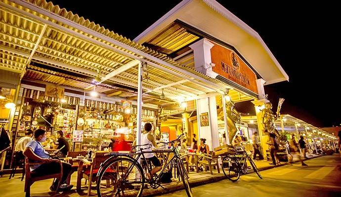 Rot Fai - khu chợ đêm nổi tiếng tại thủ đô Thái Lan