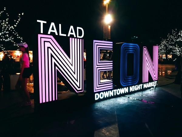 Chợ đêm Neon Bangkok - thiên đường mua sắm kết hợp lễ hội văn hóa Thái Lan