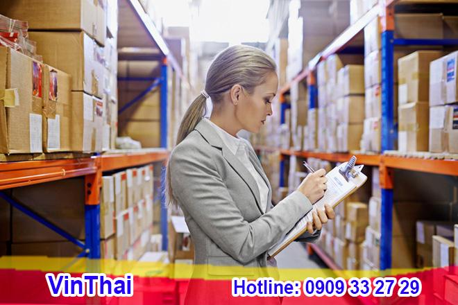 Khách nhận hàng tại kho Vinthai HCM và Hà Nội